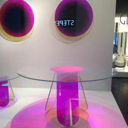 mobilier moderne coloré cannes